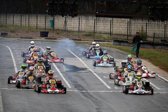 Campeonato Nacional de Karting decorre em Fátima… mas São Pedro é protagonista!