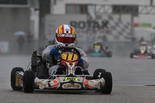Adrián Malheiro mais forte na Micro-Max