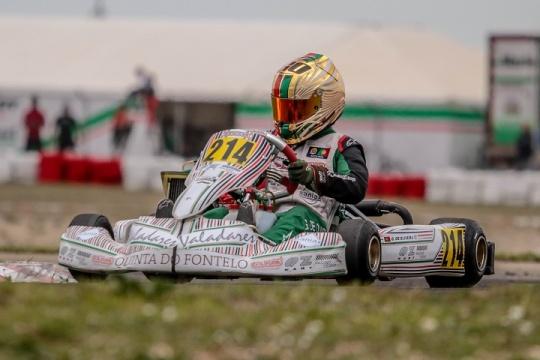 Guilherme de Oliveira no pódio da categoria Júnior para as Series Rotax Espanha