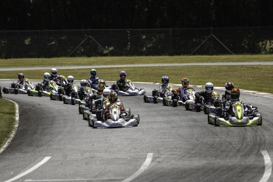 Guilherme de Oliveira domina primeiro dia do Troféu Rotax Sénior em Viana
