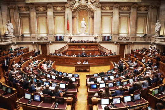 Assembleia da República recomenda normalização das competições desportivas