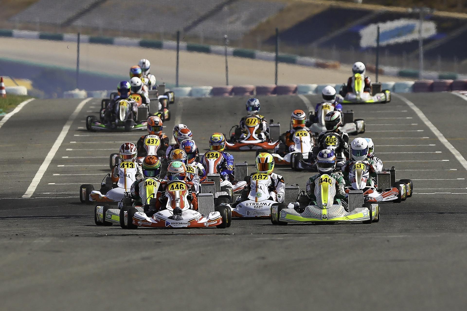 Luís Alves e Miguel Silva começam na frente da categoria X30 do CPK em Portimão