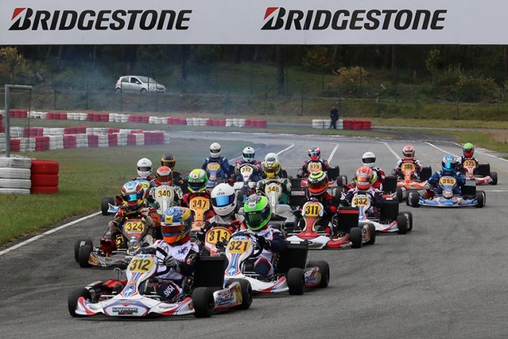 Cerca de oitenta pilotos na abertura do Campeonato Nacional de Karting 2015